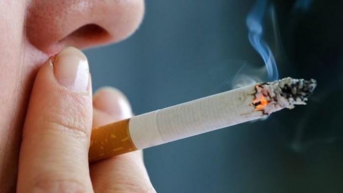 Hút thuốc lá là nguyên nhân hàng đầu gây ra ung thư phổi tế bào nhỏ