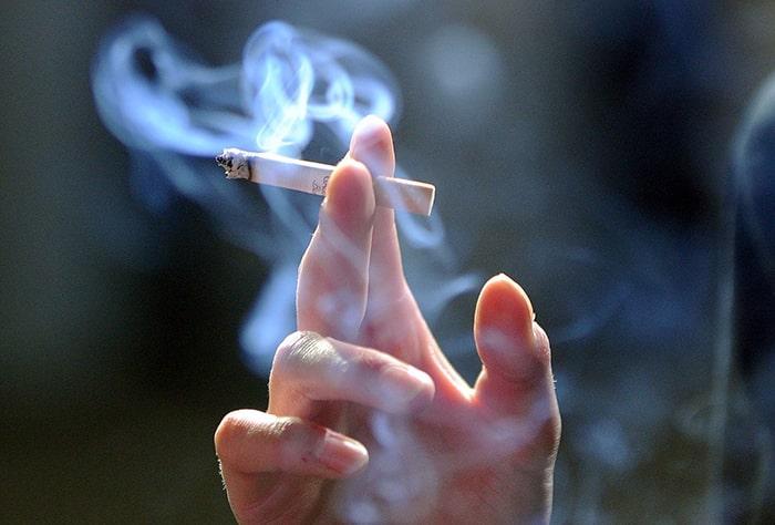 Khói thuốc lá là yếu tố nguy cơ gây ra bệnh ung thư phổi tế bào nhỏ